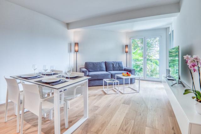 Classic Bedroom Living Room 2